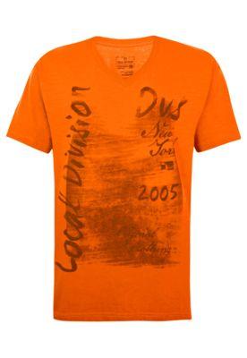 Camiseta Local Original Clothing laranja, com estampa frontal tipografada e detalhe degradê. Possui mangas médias e gola V. Modelagem reta. Confeccionada em malha leve de algodão, oferece caimento leve e conforto ao visual.  http://www.dafiti.com.br/Camiseta-Local-Original-Clothing-Laranja-1583739.html?a_aid=Vanilla&utm_content=Vanilla&utm_medium=af&utm_source=1294241758&af=1294241758