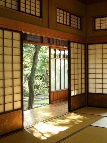 Maison japonaise traditionnelle avec tatami et engawa for Salon japonais traditionnel