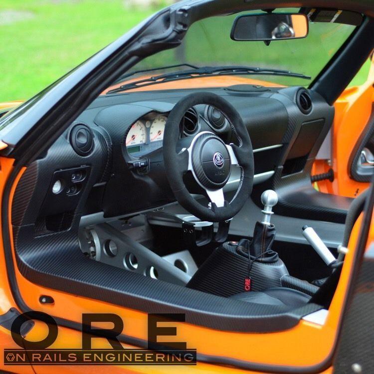 lotus elise custom carbon fiber interior alcantara steering wheel from on rails engineering イギリス車 カー 車 lotus elise custom carbon fiber