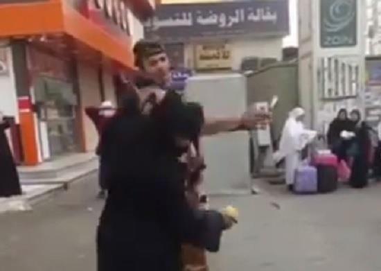 🔹 القبض على المواطن المعتدي بالضرب على امرأة 🔹 #العاصمة_المقدسة #مقطع_فيديو #منطقة_مكة_المكرمة