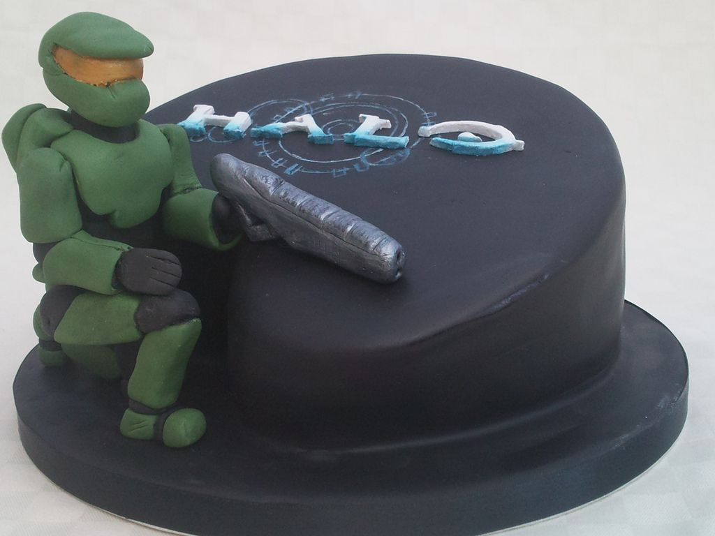 Halo cake 13th birthday cakes 13th birthday and Birthday cakes
