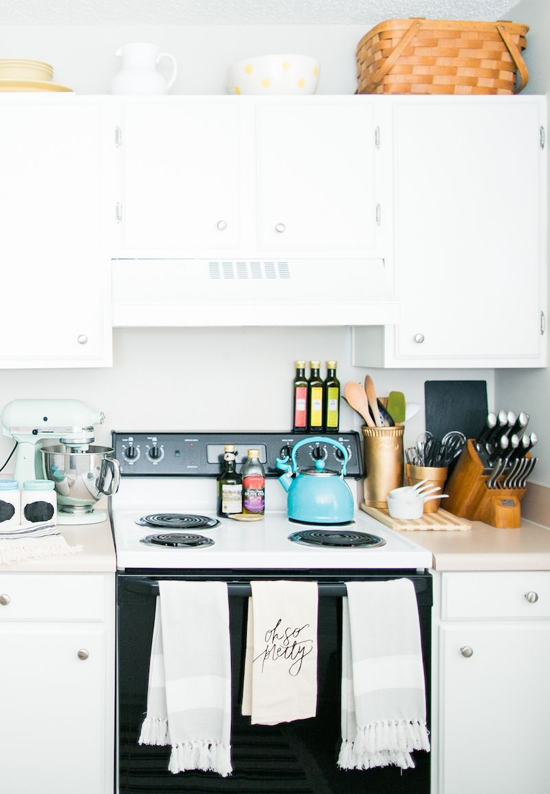 Stephanie Scholl S Raleigh Nc Apartment Tour The Everygirl Apartment Tour Kitchen Dining Room Apartment
