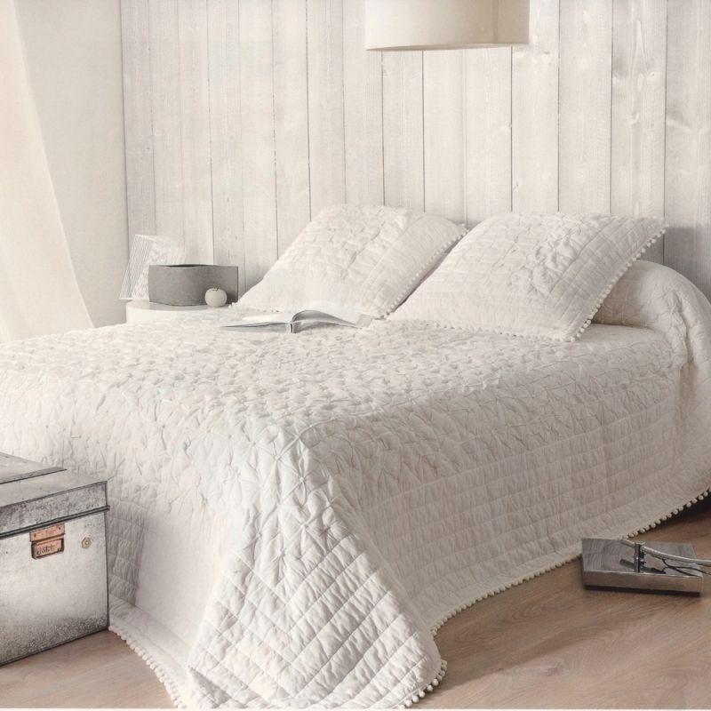 couvre lit blanc coton romantique lits romantiques dessus de lit et couvre lit blanc. Black Bedroom Furniture Sets. Home Design Ideas