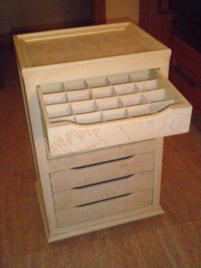 Un Mueble Para Los Hilos Y Cosas De Costura Mesas De Costura Muebles De Carton Organizacion Del Cuarto De Costura