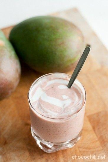 Kookoksinen mango-vadelmasmoothie