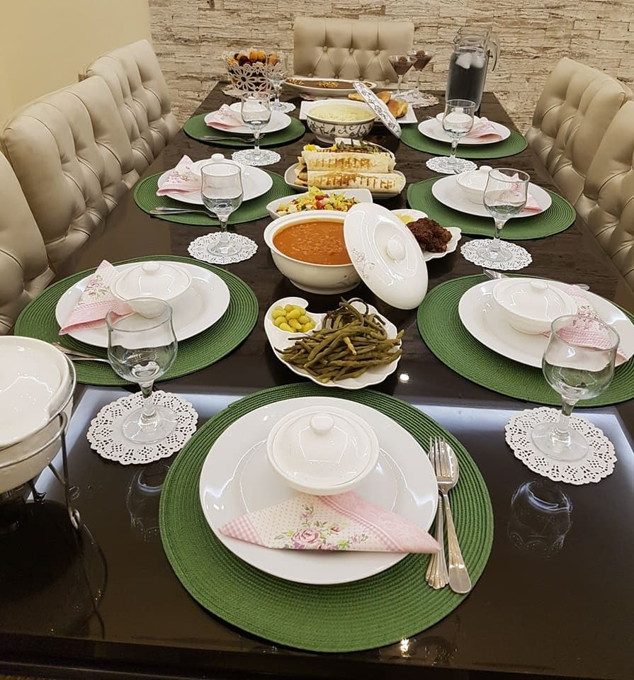 Pin By Rana Khalili On ترتيب سفرة الطعام Serving Food Food Table Settings