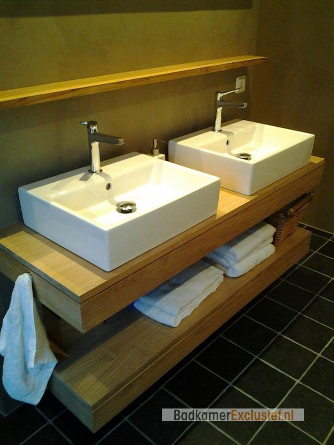 Zwevend teakhouten badmeubel met keramische waskommen van ...