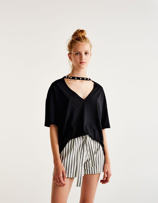 Camiseta cuello choker perlas - Camisetas - Ropa - Mujer - PULL&BEAR España