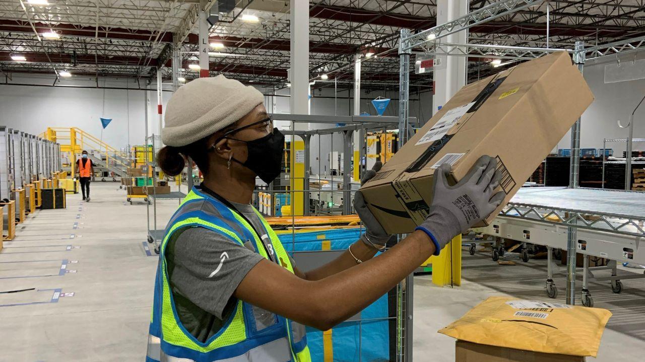 Amazon Plans Holbrook Warehouse For Last Mile Deliveries Warehouse Jobs Last Mile Warehouse Worker