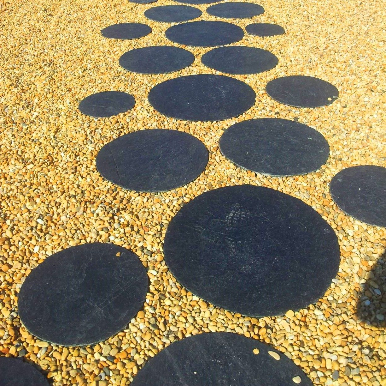 Wunderschöne runde Stepping Stones aus nordspanischem Schiefer.