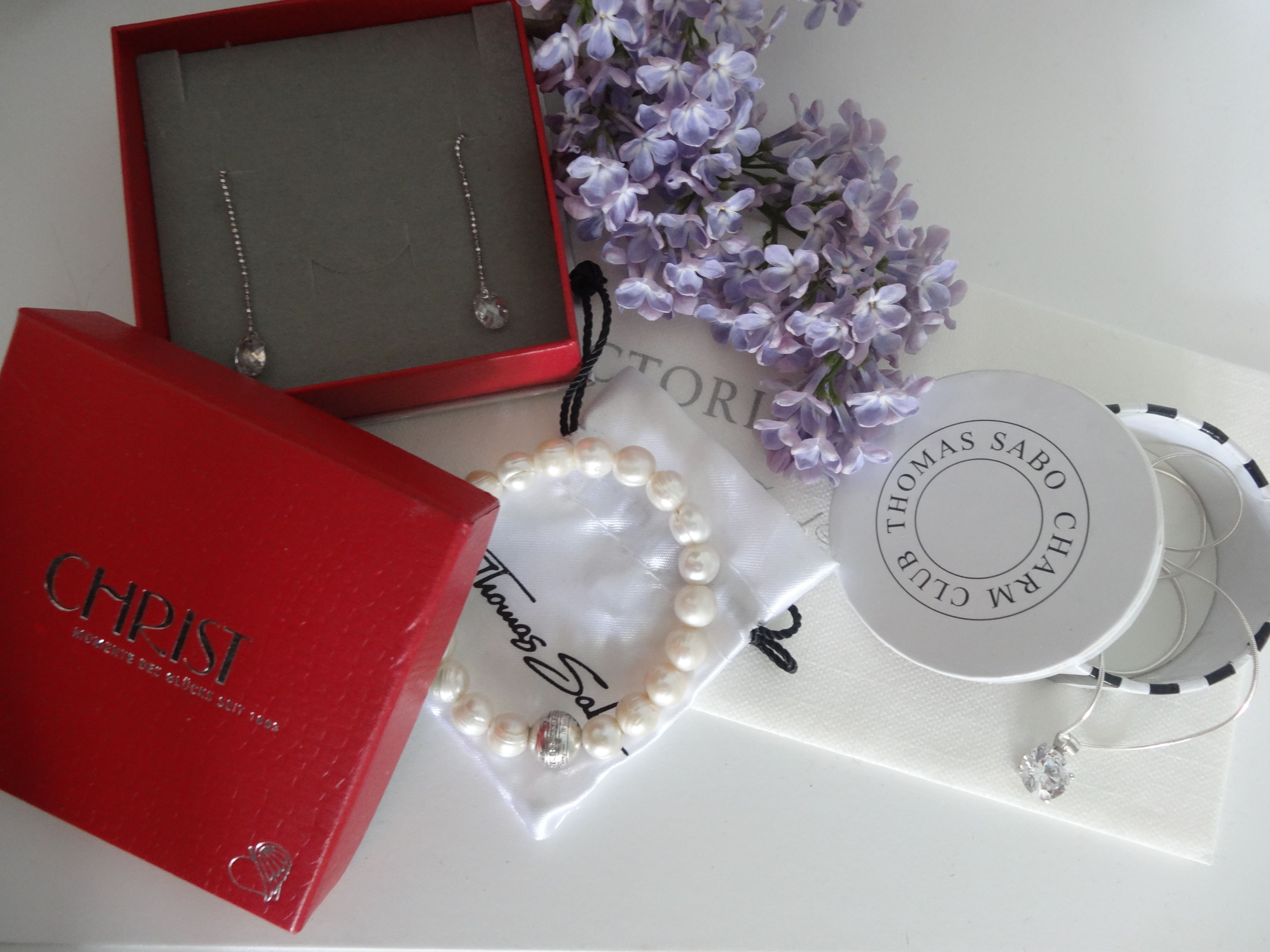 Get ready fror prom. Thomas Sabo bracelet and chain make you look beautiful!