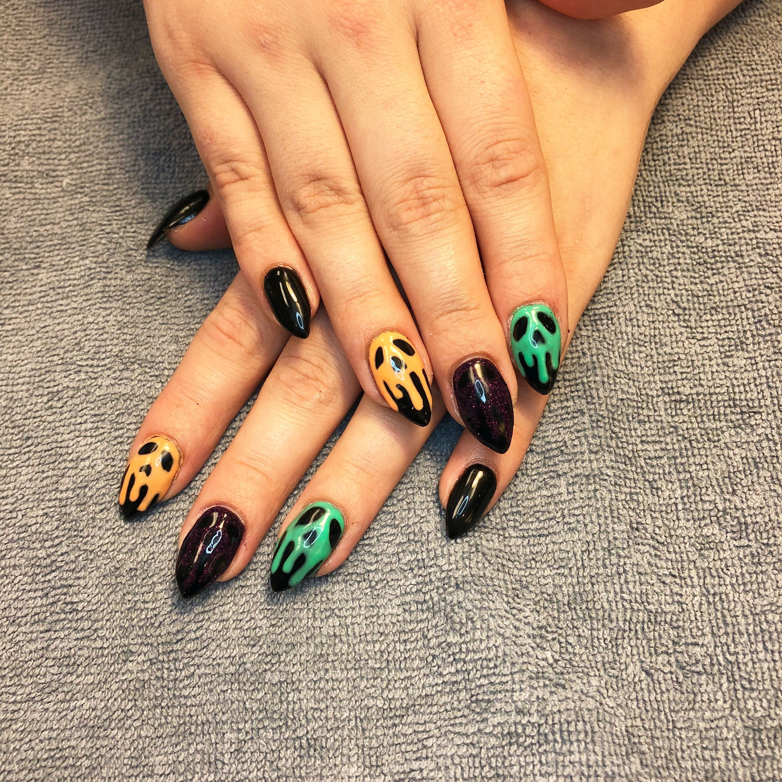 Halloween nails, almond nails, skull nails, poison apple ...