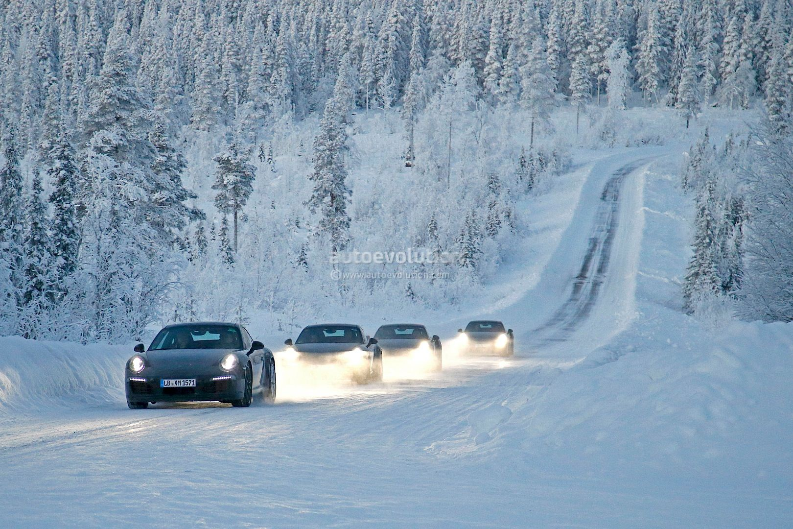 Facelifts for Porsche 911 Carrera and Turbo Models Play in the Snow [Photo Gallery]