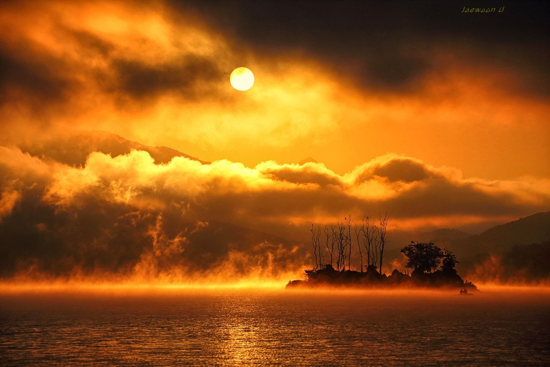 "Sunrise - 두물머리의 아름다운 아침풍경...  Beautiful morning mist steaming the ""dumulmeori"""