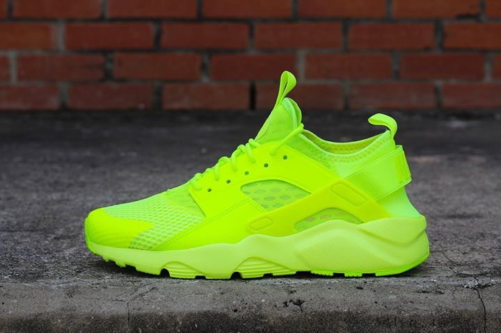 ab1ec01533 We take a detailed look at the super eye catching Volt Huarache Ultra.  Coming 15th April. ift.tt 1pXbUfE