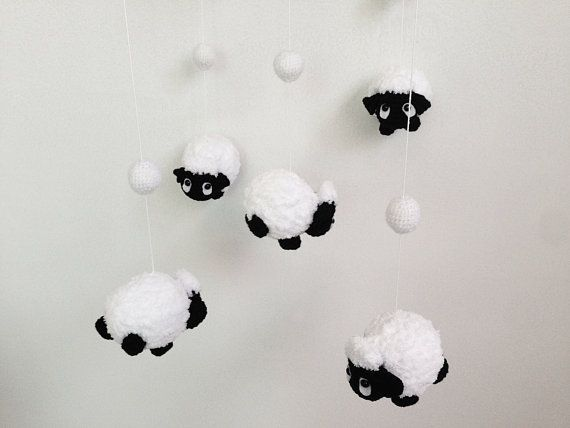 Baby mobile Amigurumi Cute Counting Black Sheep por IvoryTreeHouse