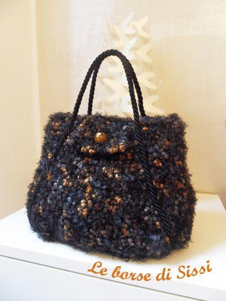 caa7171a36 Le Borse di Sissi, creazioni in lana e fettuccia   Yarns & Threads ...