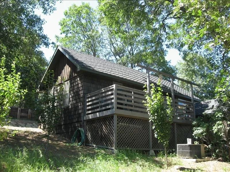 A Quaint Mountain Hideaway In Wooded Julian Julian In 2020 Cabin Vacation Hideaway Quaint