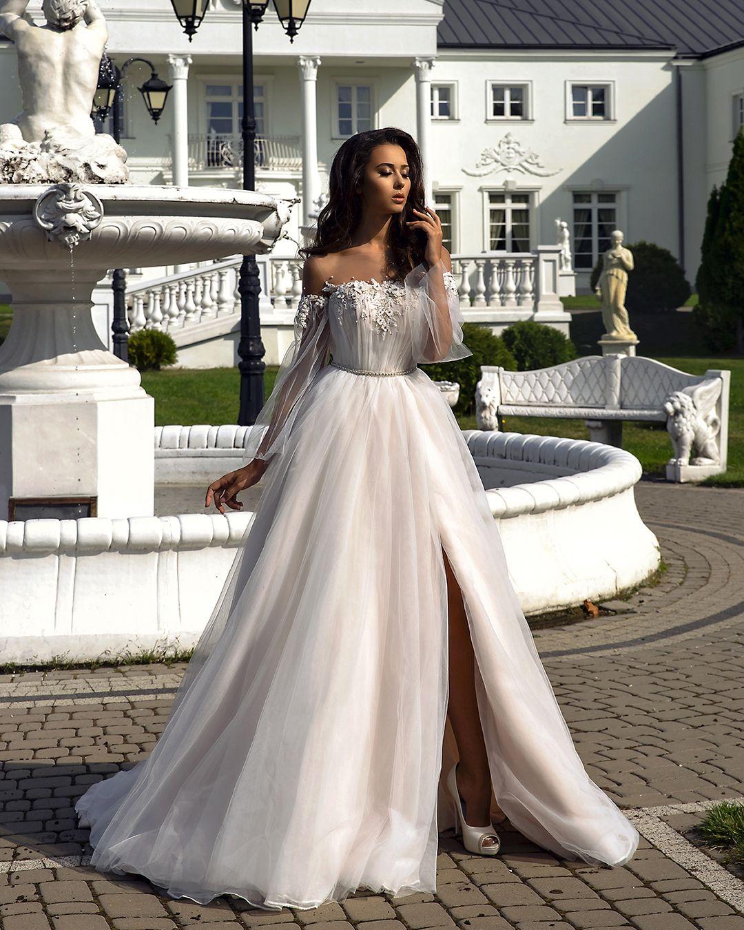 Pin By Alessandra Vernic On C L O T H E S Lace Applique Wedding Dress European Wedding Dresses Wedding Dress Store