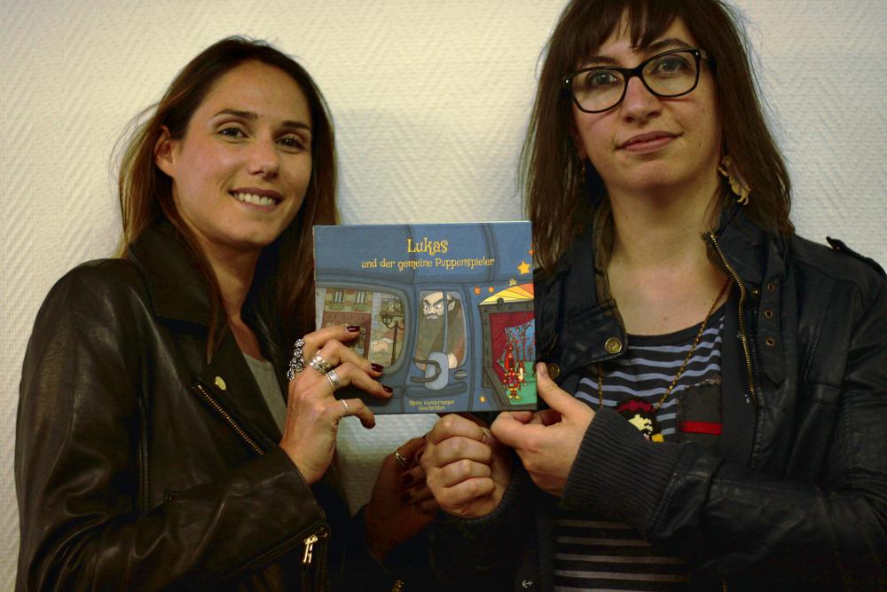 Cécile et Julie présentent les livres en allemand