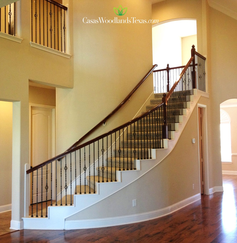 Escaleras con barandal de hierro forjado interiores for Diseno de interiores para hogar