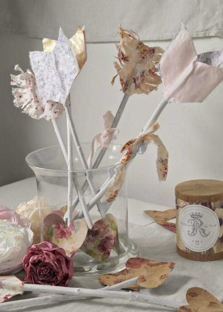 shabby-chic-deko-kerze-vase-pfeile-äste-lackiert-weiß-stoffreste-gemustert-herz