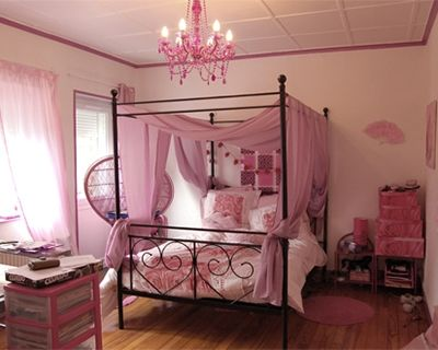 chambre de princesse en rose lit baldaquin modalisa. Black Bedroom Furniture Sets. Home Design Ideas
