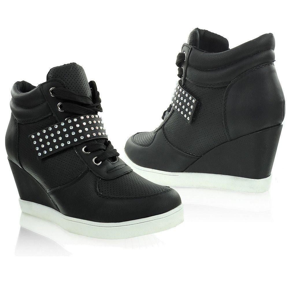Sneakers z ozdobnym paskiem