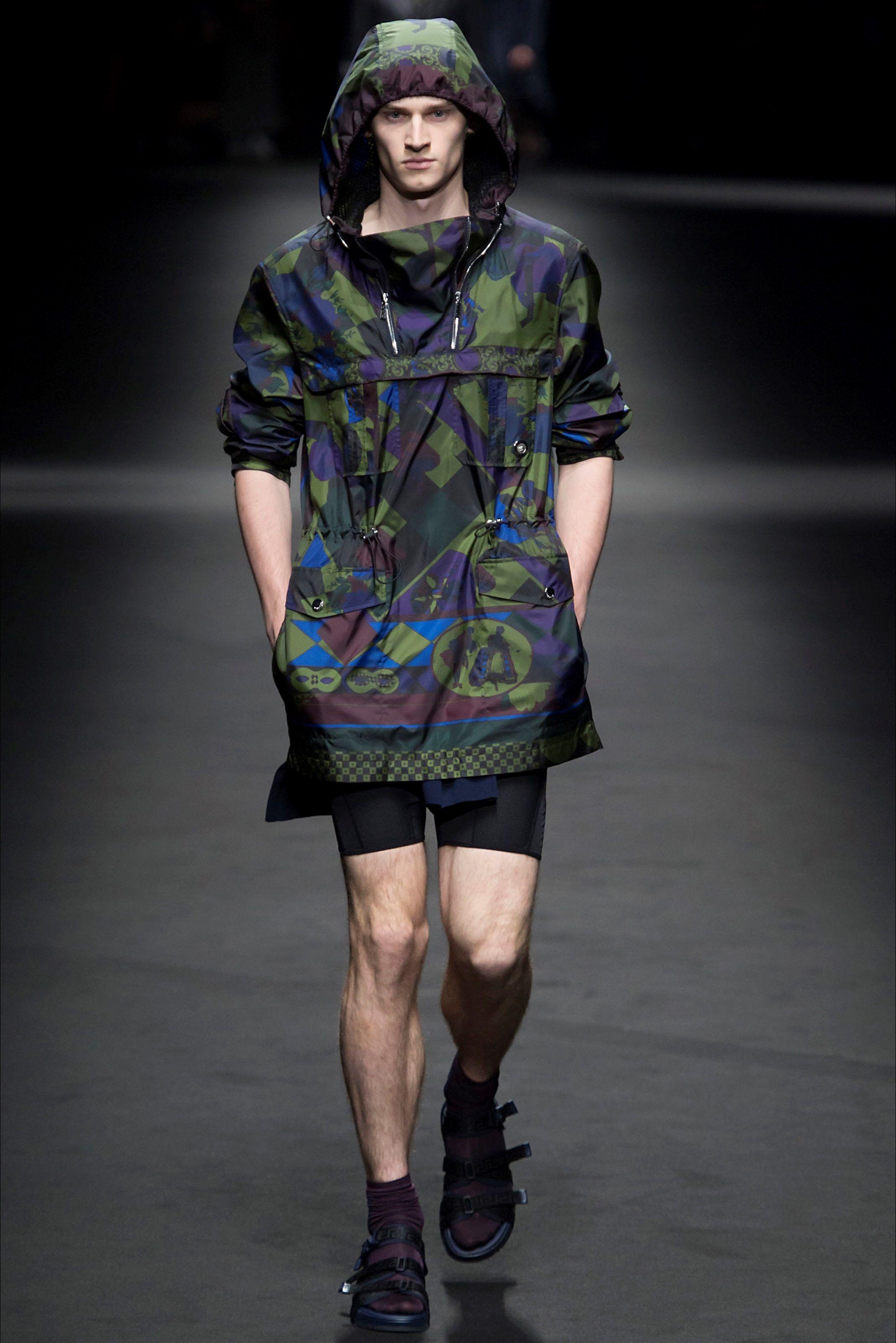 199a3338fcfb Sfilata Moda Uomo Versace Milano