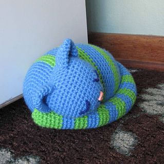 Sleepy Kitty Doorstop pattern by Brenda K. B. Anderson #sleepykitty