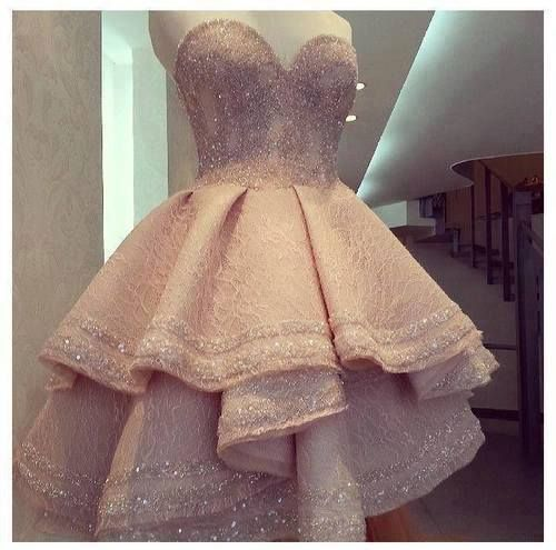 Vestido curto rosa claro tomara que caia camadas babados brilho princess