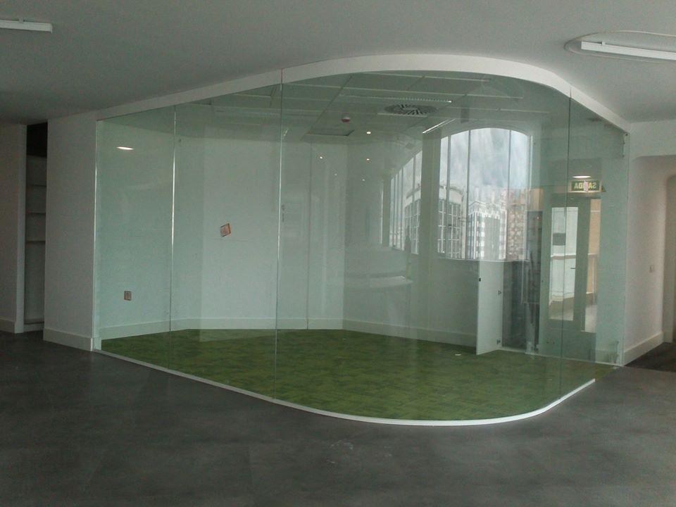 Mampara de cristal curvo de suelo a techo mampara - Tabiques de cristal ...