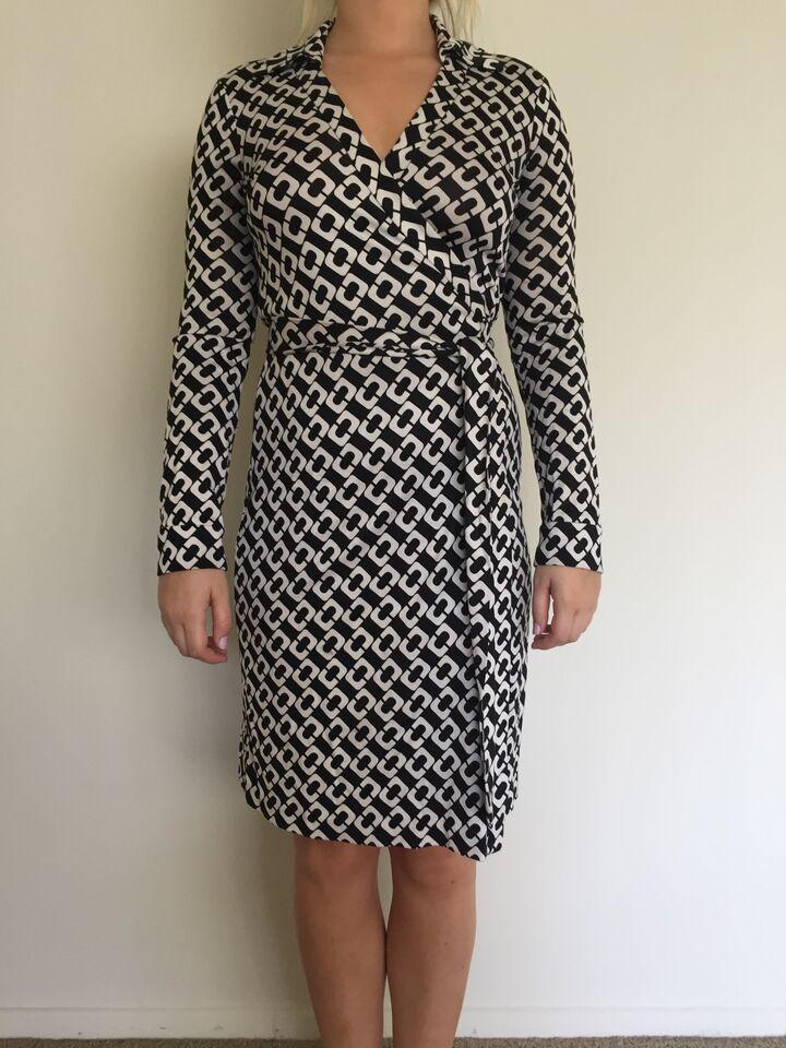 8691fcebc96 Diane von Furstenberg DVF Jeanne Two Silk Jersey Wrap Dress / Chain Link Sz  6 #DVF #WrapDress