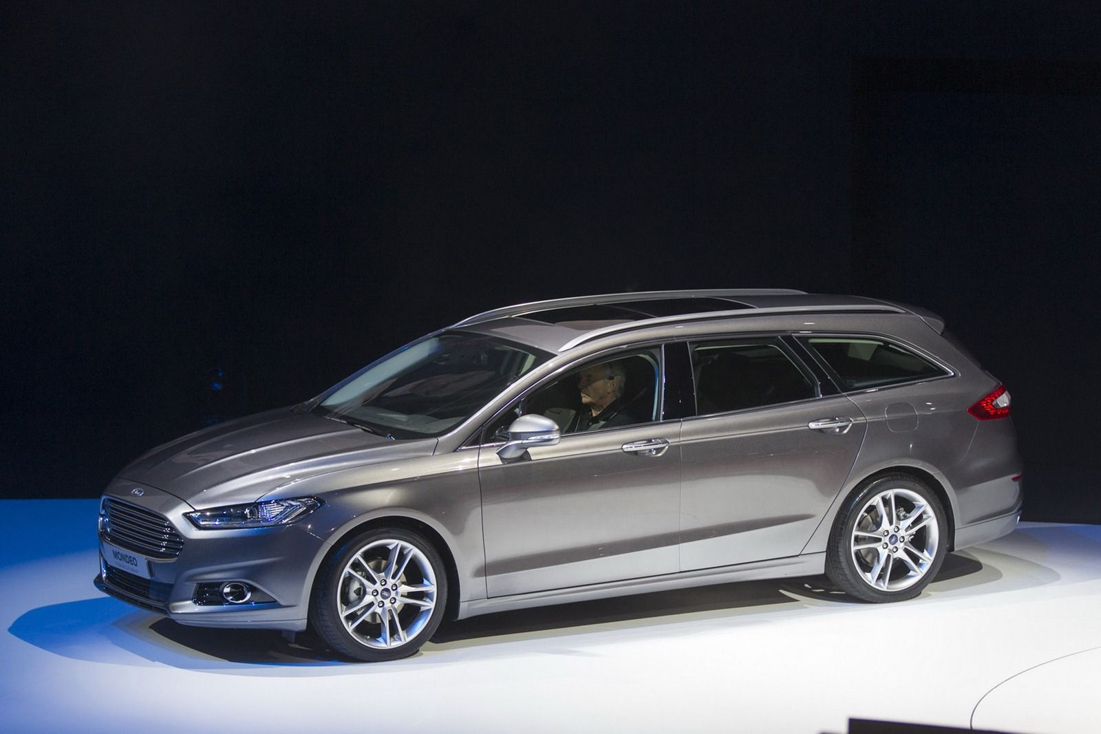 2015 ford mondeo station wagon in vignale trim autoweek the passion pinterest ford mondeo station wagon and ford