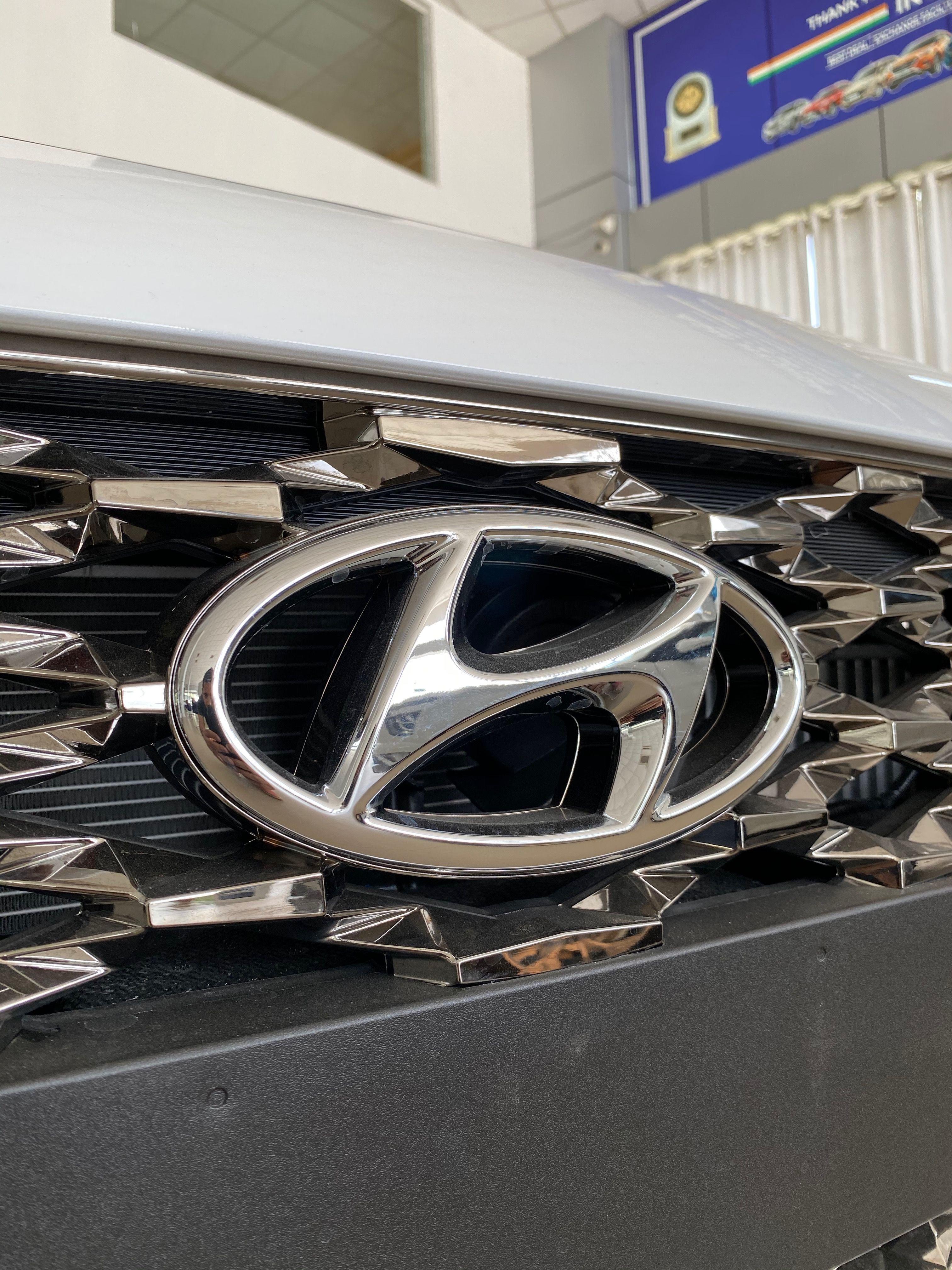 Hyundai Verna Sx O 2020 16 Lakh Real Life Review In 2020 Hyundai Hyundai Logo Hyundai Accent