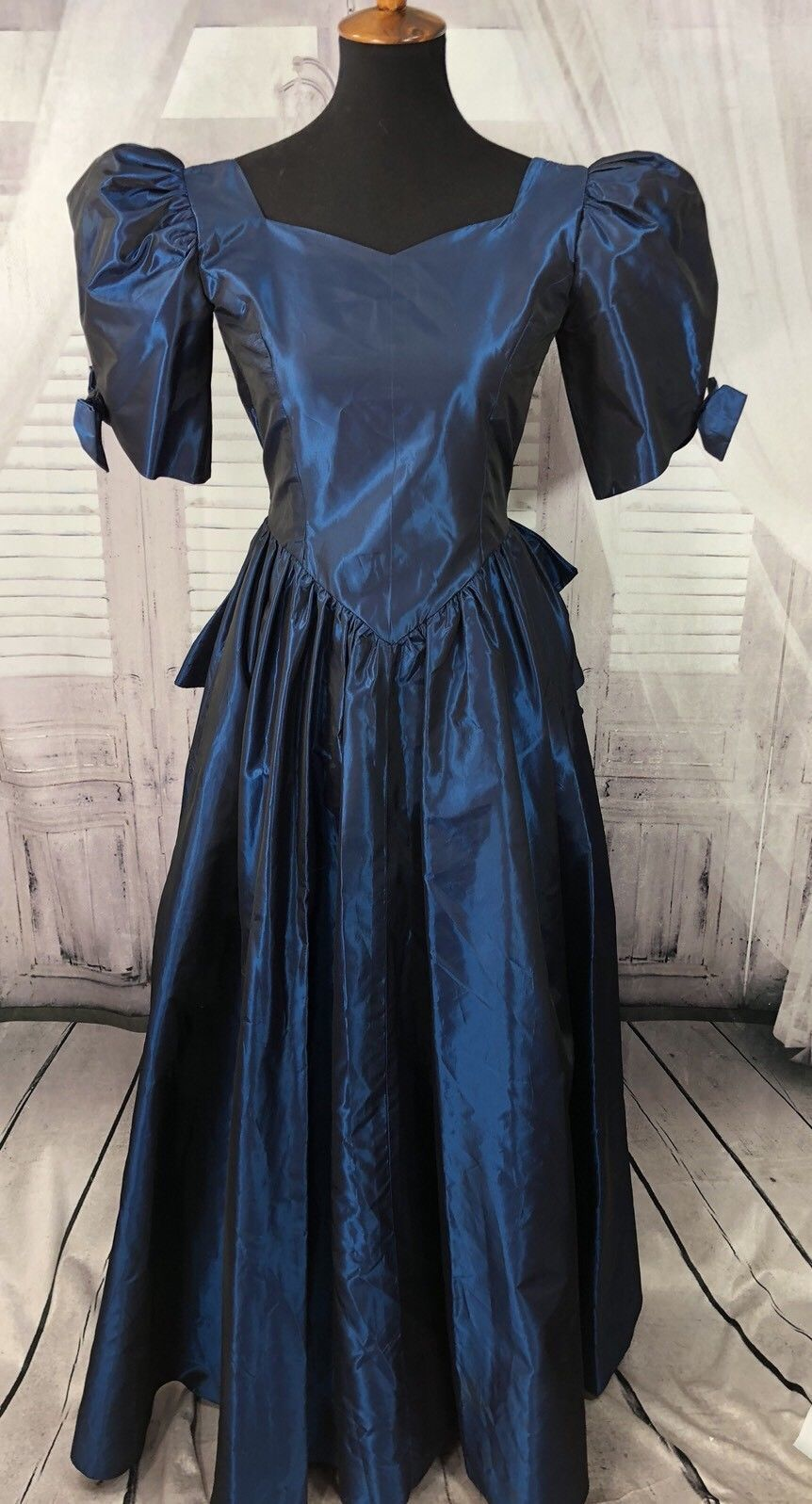 66e0a9c9e30c Vtg 80s prom dress Blue taffeta Puff bow Sleeve ruffle formal ugly Bustle 0  2 ❤W   eBay