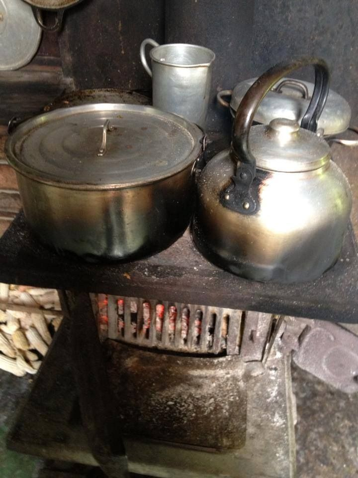 Peroles llenos de mancha por la cocina de le a recuerdo a - Cocina a lena ...