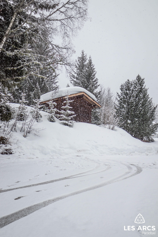 Decor Feerique De Petits Chalets Sous Une Montagne De Neige Station De Ski Paysage Hiver Chutes De Neige