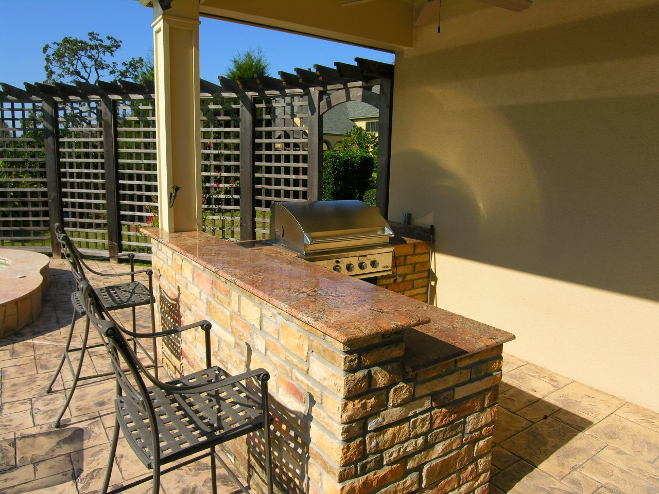 Outdoor bar area building my new home pinterest bar for Outdoor kitchen area ideas