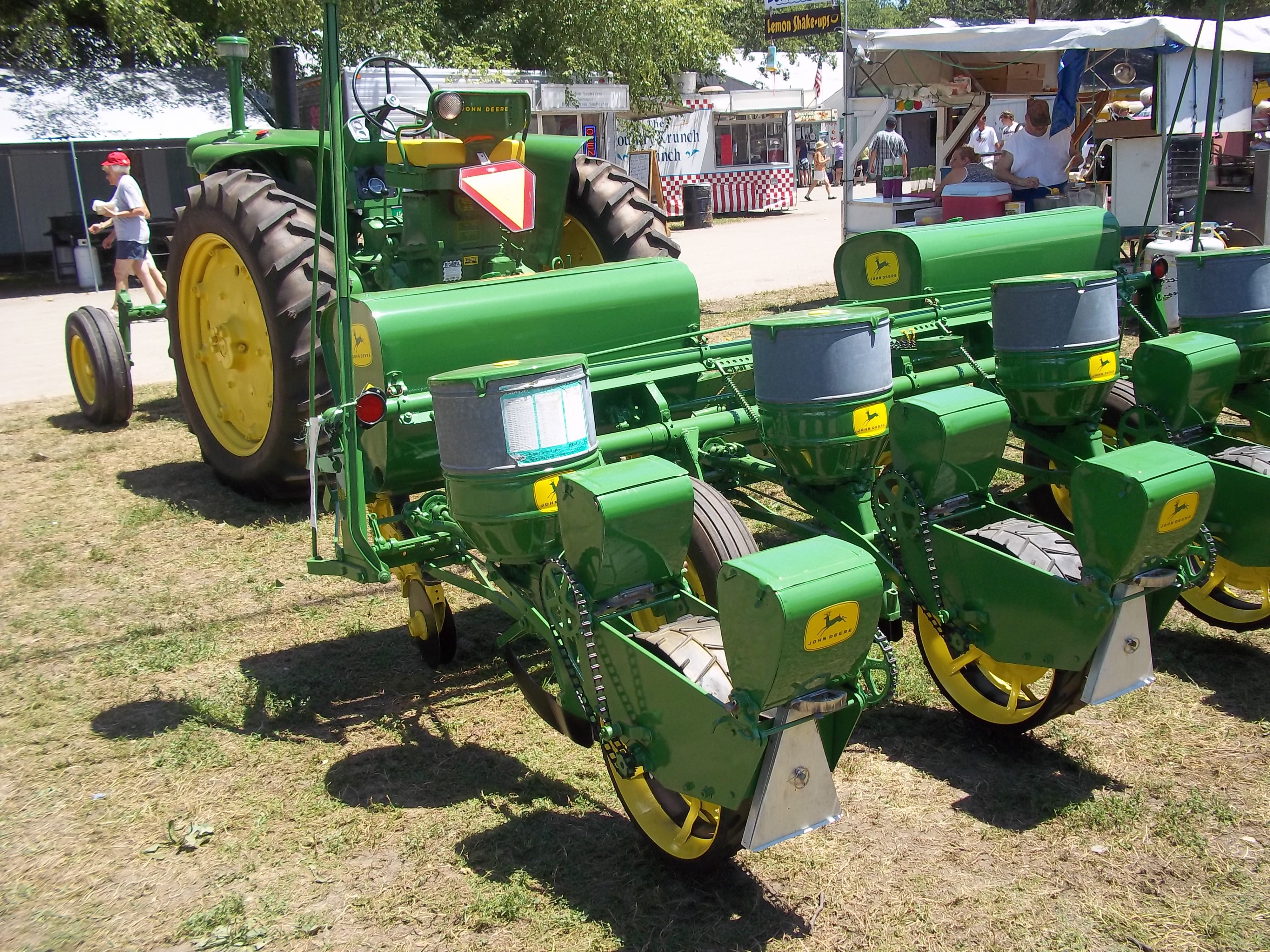 jd case John deere vs case ih over the years there have been many debates about john deere vs case ih in this post i am going to discuss some reasons why you should buy each of these brands, and why you shouldn't.