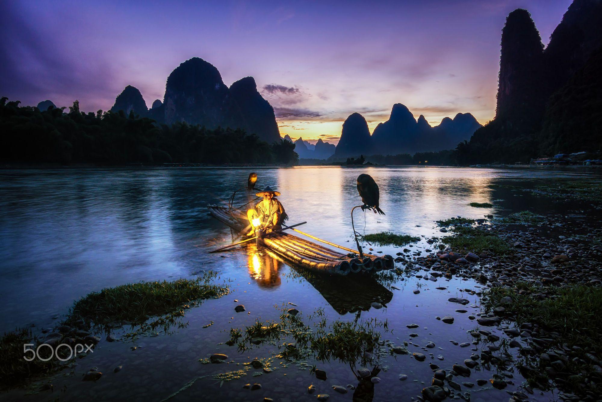 [6000 x 4000] The cormorant fisherman in the li river xingping china. Taken during sunset hours.