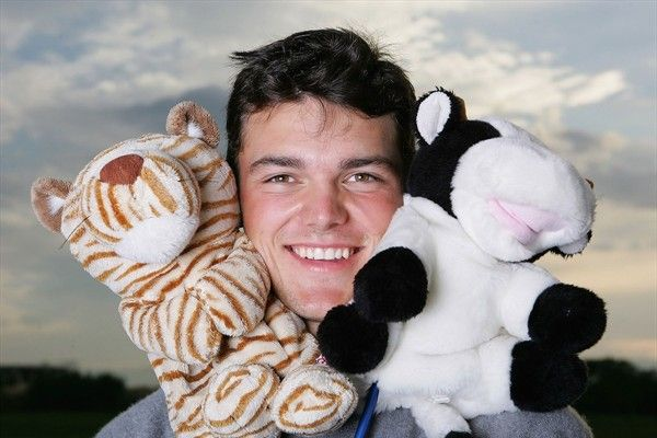 Martin Kaymer with a couple of furry fans (EuropeanTour)