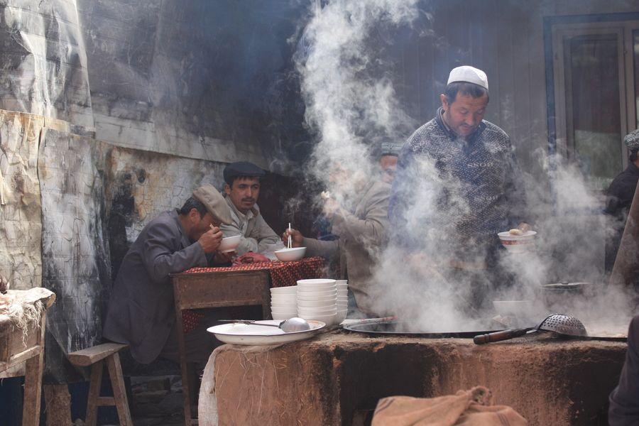 Noodle vendor, Livestock Sunday market, Kashi (Kashgar), Xinjiang, China by Gio TheDrifter, via 500px
