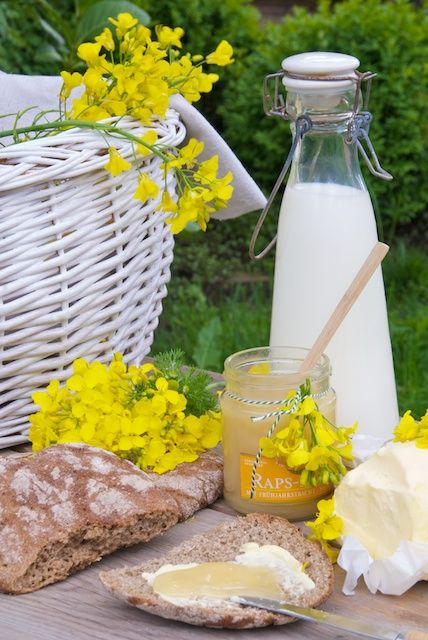 Spring picnic.... we can't wait to take our picnic baskets to the park and laze in the spring sunshine.