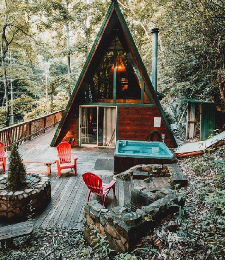 Airbnb On Instagram Trending Destination 5 Of 19 The Great Smoky Mountains Us The Smokies Are Named After Maison Bois Cabine En Bois Maison De Campagne