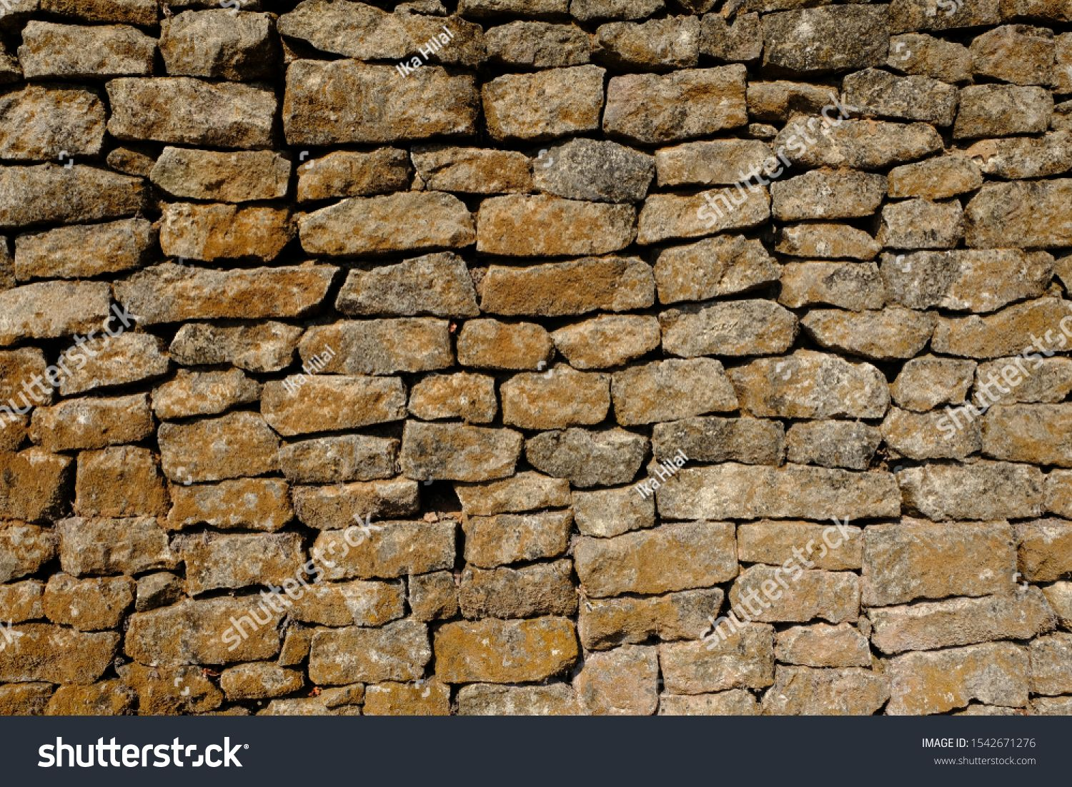 Natural Stone Wall Box Shaped Natural Stone Stacked Into A Natural Stone Wall Limestone Andesite Marble Is Often Used For Natural Stone Wa In 2020 Natural Stone Wall