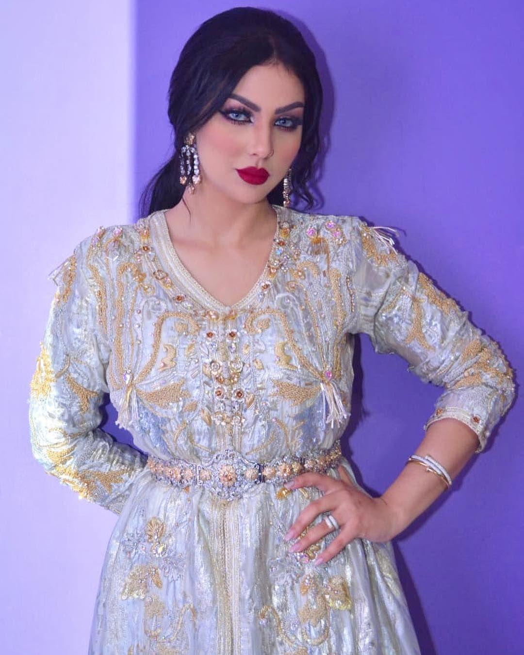 Ibtissam Tiskat On Instagram أحبائي انتظروني في البرايم الأول من برنامج لالة العروسة مساء السبت على قناة الأولى غتكون مفاجأة للع Caftan Dress Dresses Fashion
