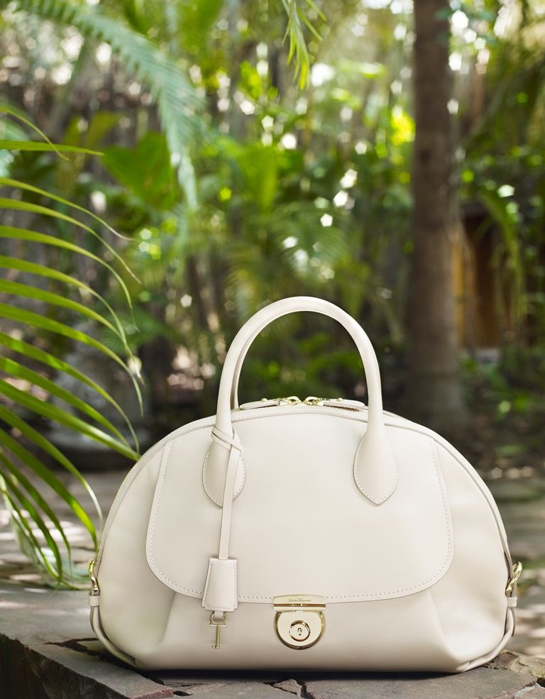 Fiamma cream leather handbag. Explore  theFIAMMA at www.Ferragamo.com Fiamma  · BilleterasBolsasRelojesCarterasJoyaZapatosSalvatore ... 0cd6f9a71e