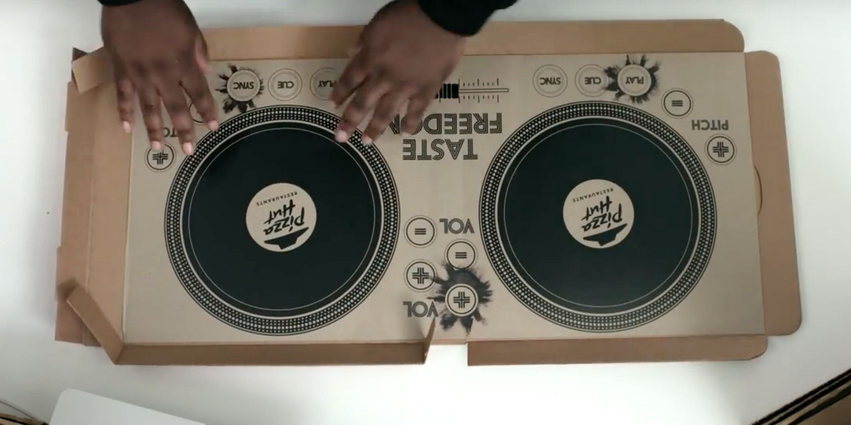 Pizza Hut S Musical Pizza Box Turns Dinner Into A Full On Rave Fast Food Pizza Hut Pizza Boxes Pizza