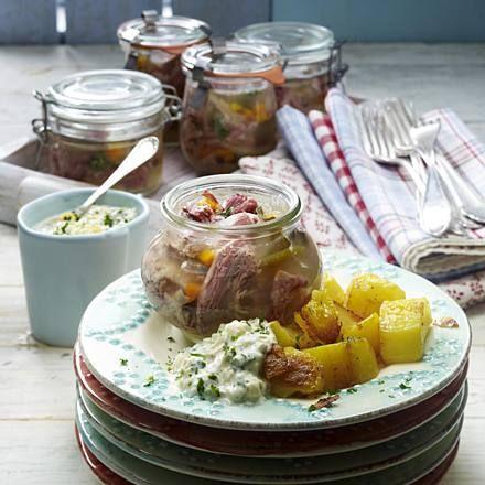 Sauerfleisch im Weckglas zu Röstkartoffeln Rezept | LECKER